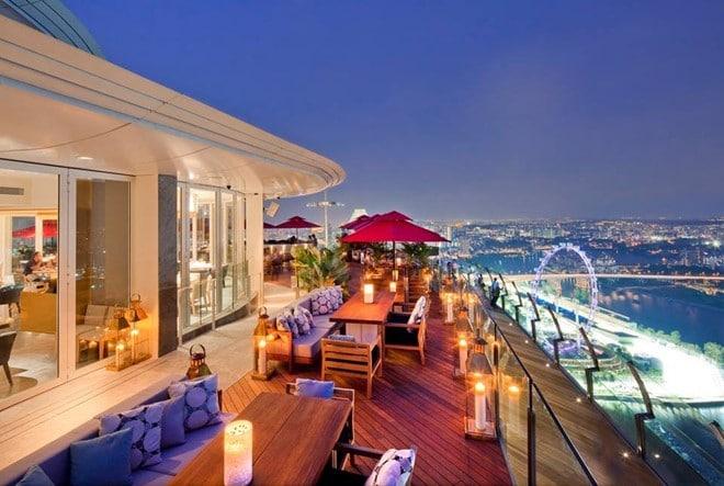 Khung cảnh Singapore nhìn từ nhà hàng Ce La Vi