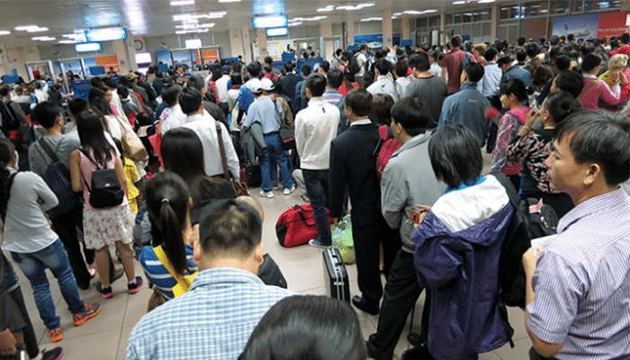 Lượng hành khách quá tải tại sân bay Tân Sơn Nhất mỗi khi Tết đến